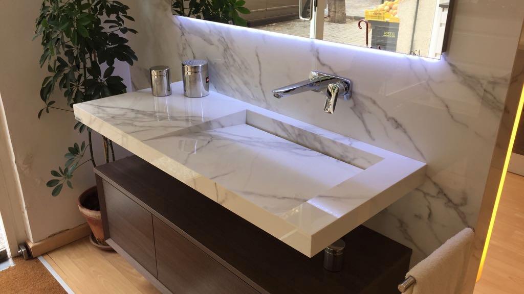 Lavabo de baño con diseño sin válvula